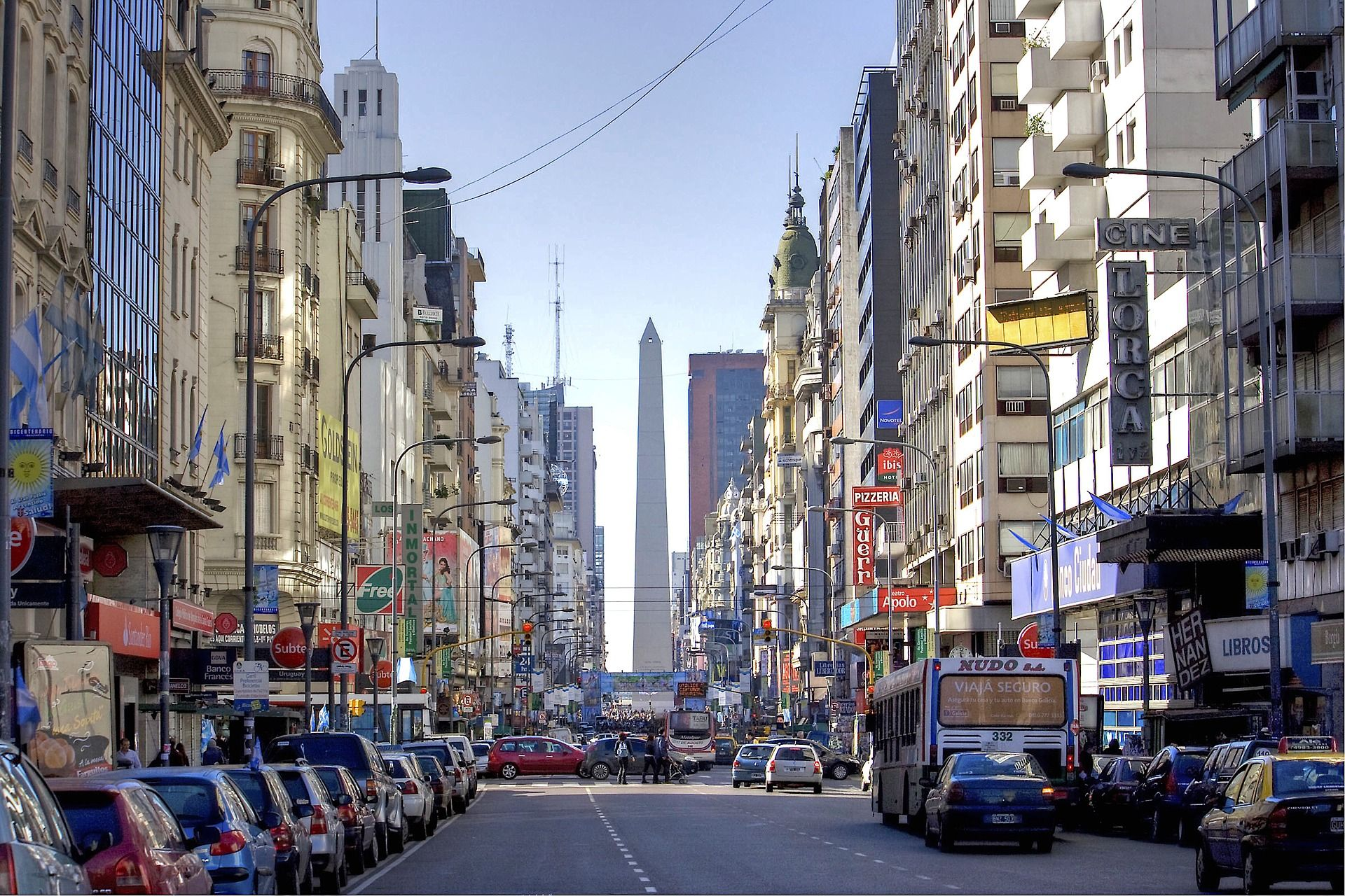 Image of cars and buildings on a busy street in Buenos Aires.