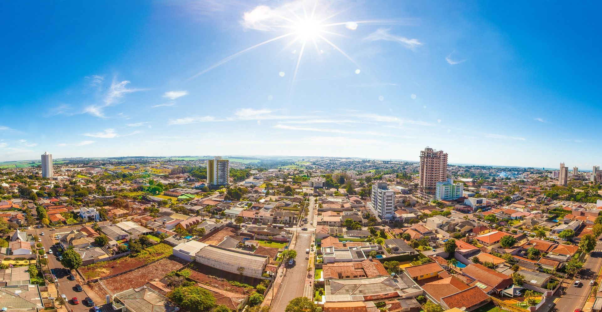 Photo of daytime cityscape view over Arapongas, Brazil.