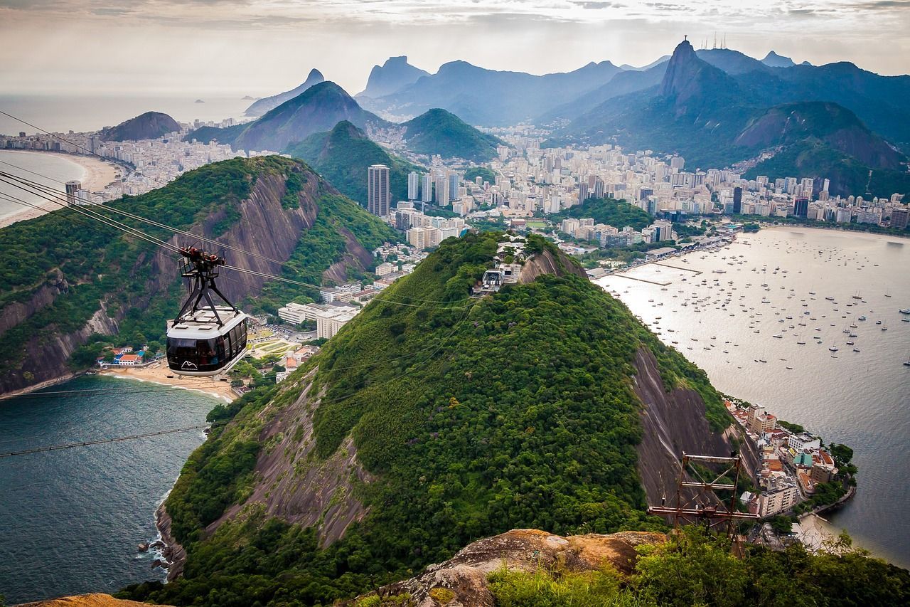 Photo of an aerial cable car with Rio de Janeiro in the background