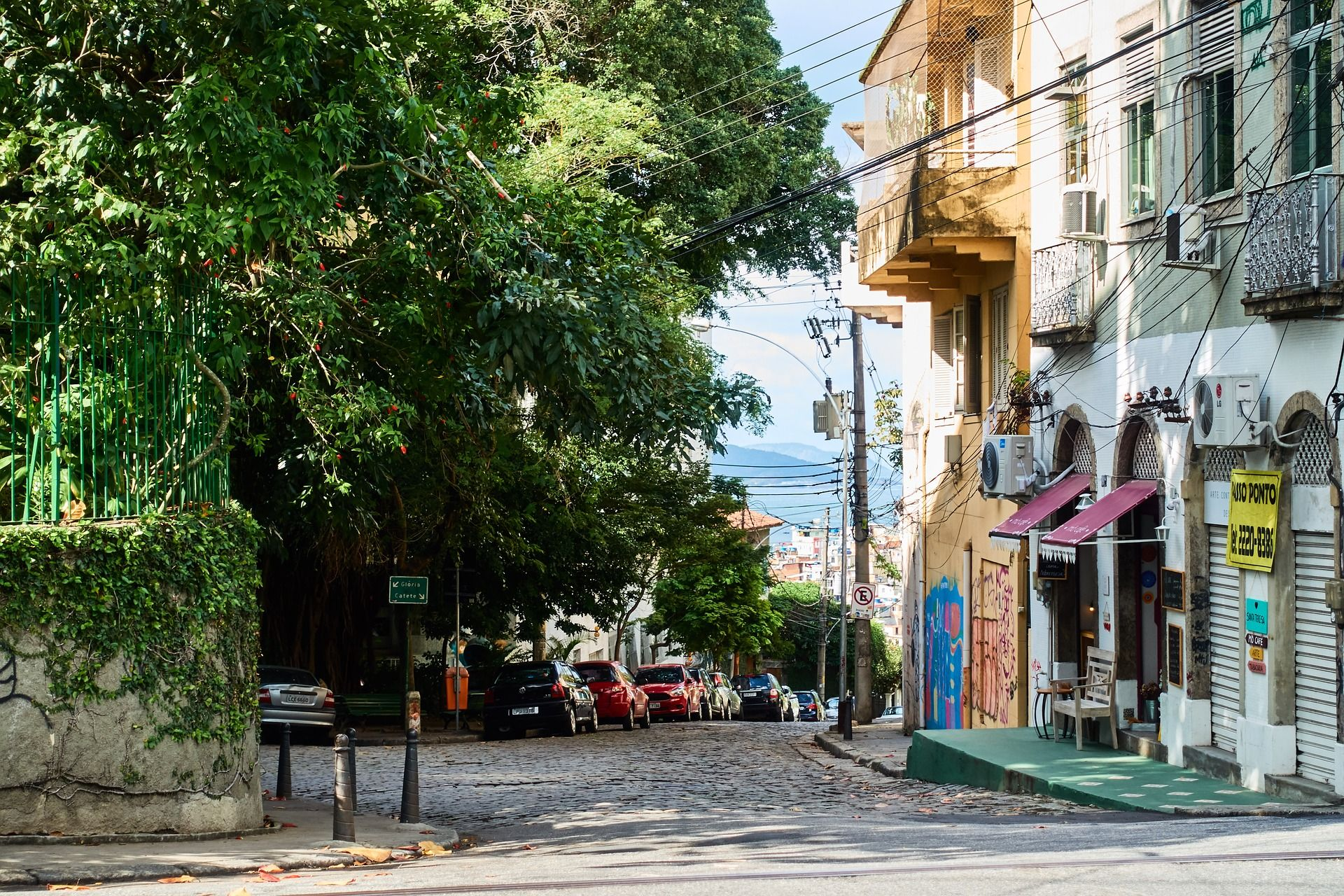 Photo of cars parked on a quiet street in Rio de Janeiro.